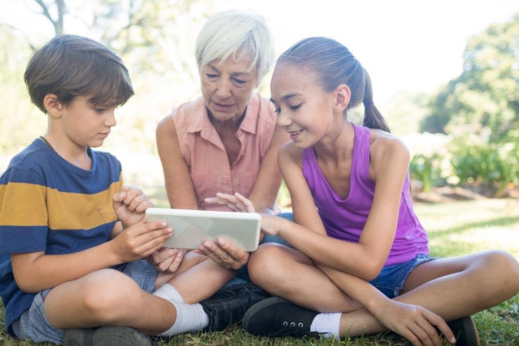 """Los nietos, esos """"tutores digitales"""""""