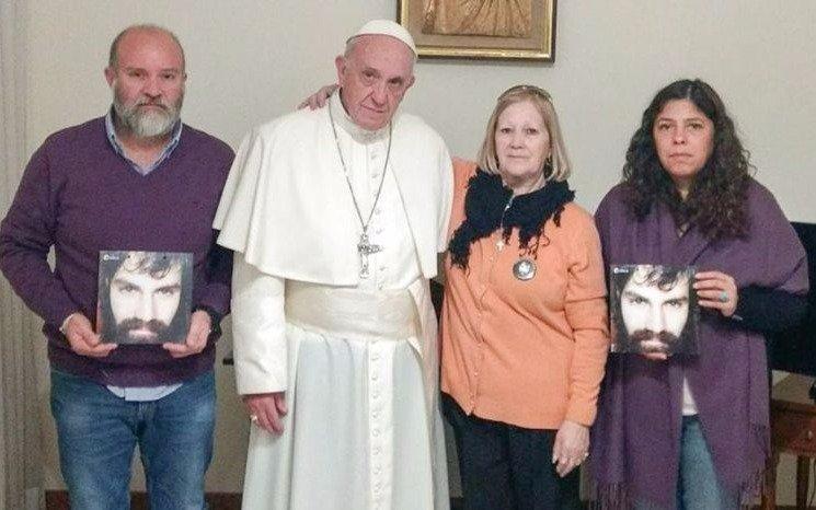 Francisco se reunió en el Vaticano con la familia de Santiago Maldonado
