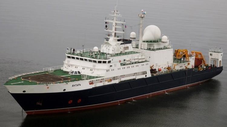 Expectativas por el buque ruso, que busca al submarino a 940 metros bajo el mar