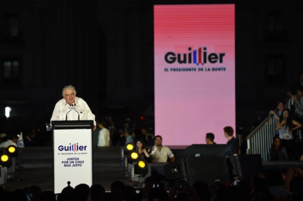 Mujica tensó el cierre de campaña chilena