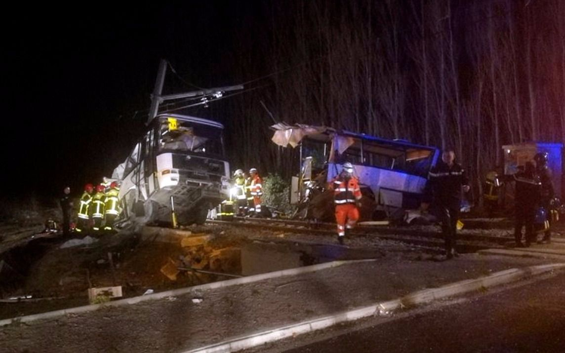 Seis muertos en Francia tras chocar un tren con un colectivo