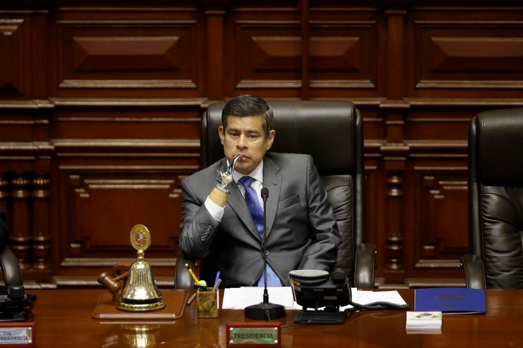 La oposición peruana pide destituir al presidente