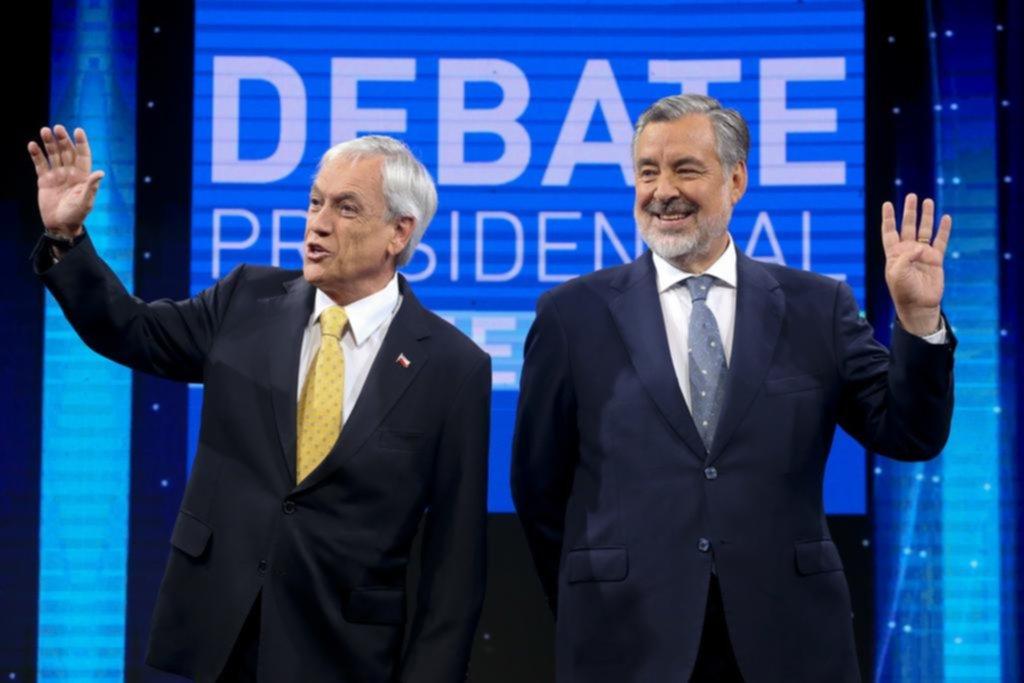 Chile elige presidente en una segunda vuelta más reñida de lo esperado