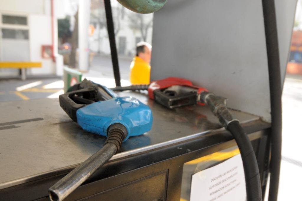 Ratifican estaciones de servicio pymes que no cobrarán con tarjetas de crédito desde enero