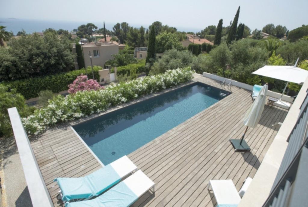 Mejorar el entorno permite disfrutar a pleno de las bondades de la piscina
