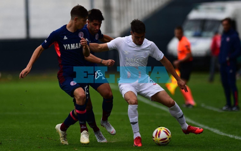 Con un empate frente a Lanús, el León despidió el año como local en Quilmes