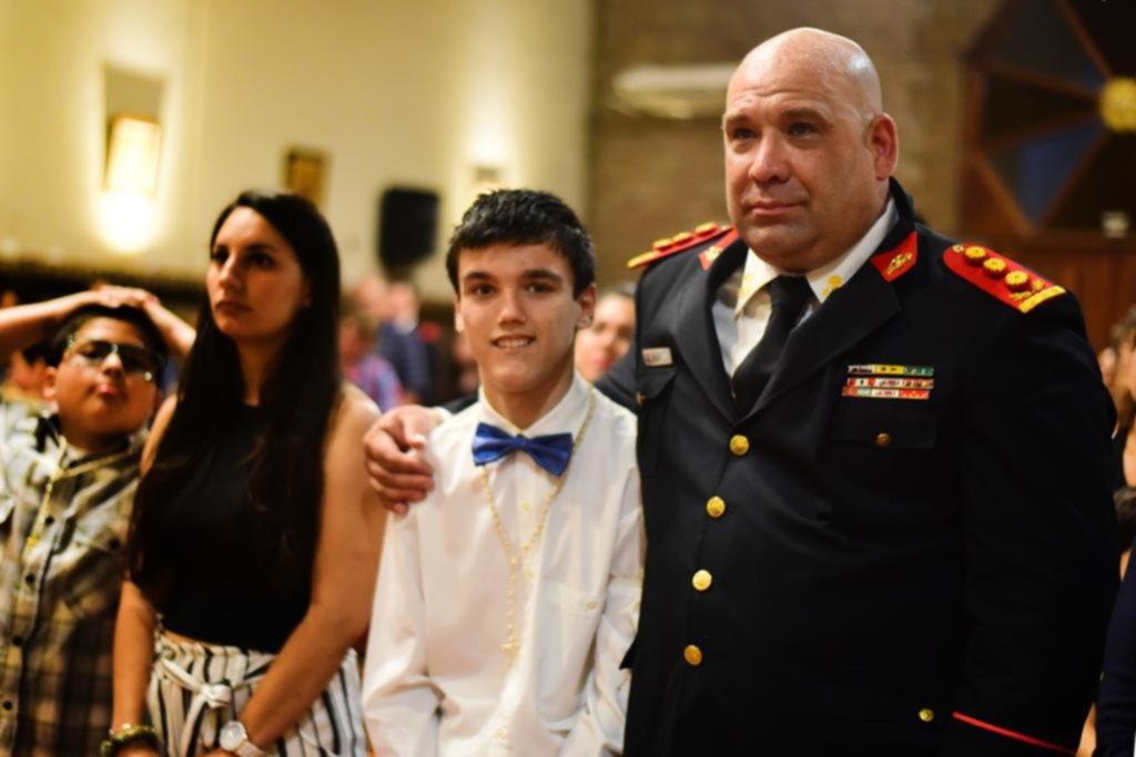 Tiene 14 años y eligió como padrino al bombero que lo salvó hace 7 años