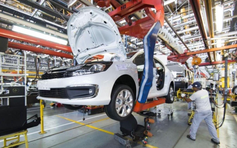 La actividad industrial se desplomó 6,8% interanual en octubre