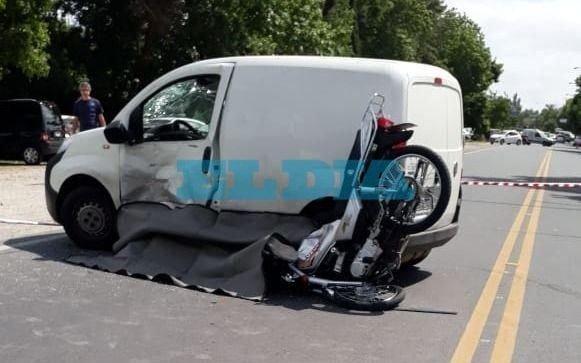 Otra víctima del tránsito: un motociclista se mató al chocar con una camioneta en Berisso
