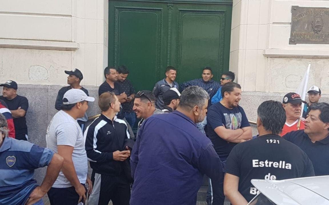 Trabajadores de Astilleros Río Santiago se concentran en Economía