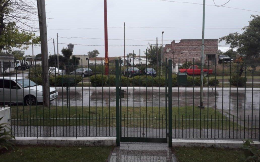 Tolosa: denuncian que usan una vereda como estacionamiento de autos