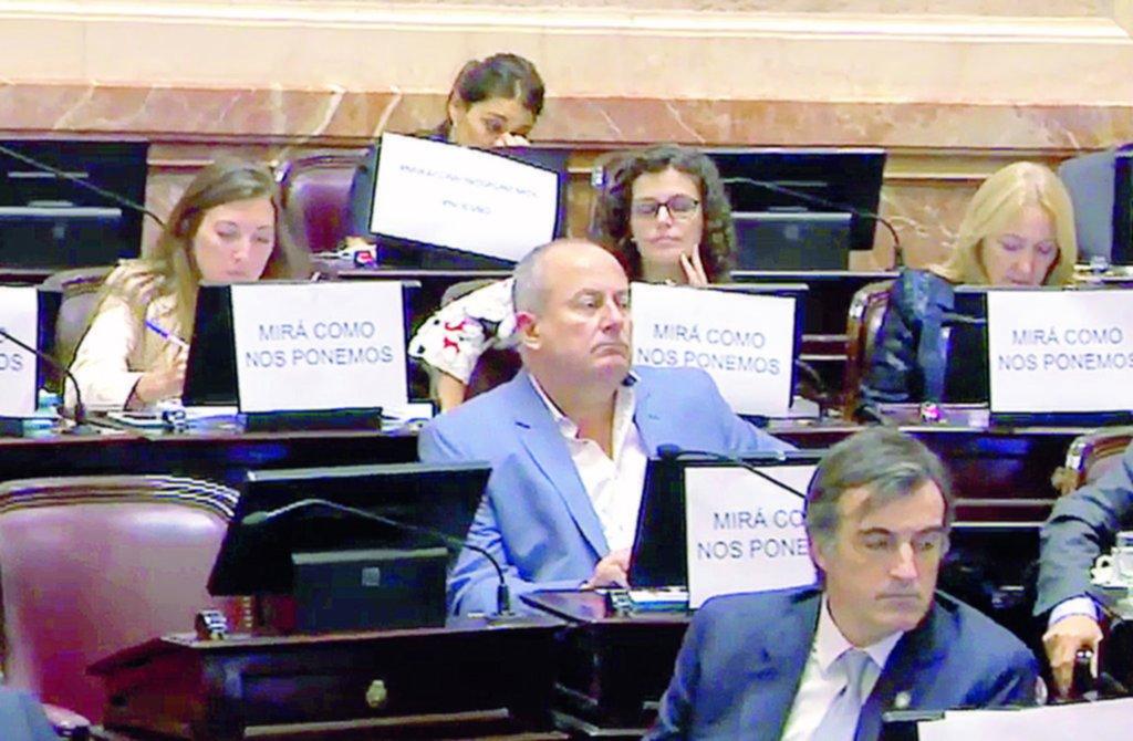 Marino negó las acusaciones de la empleada del Congreso