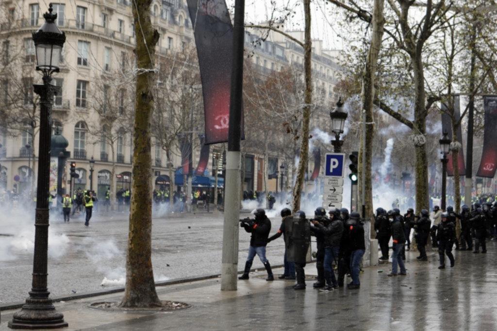 La protesta de los chalecos amarillos perdió fuerza y fue menos violenta