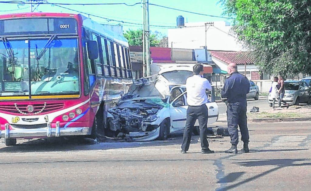 Choque con siete heridos en Centenario y Arana