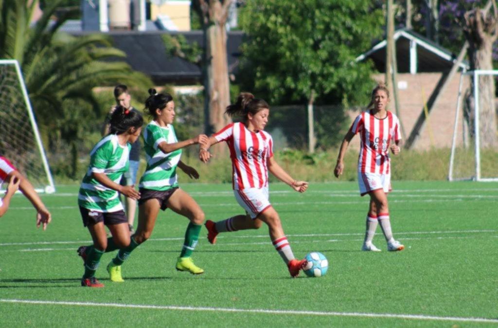 El equipo femenino de Estudiantes cayó 4-2 ante Excursionistas
