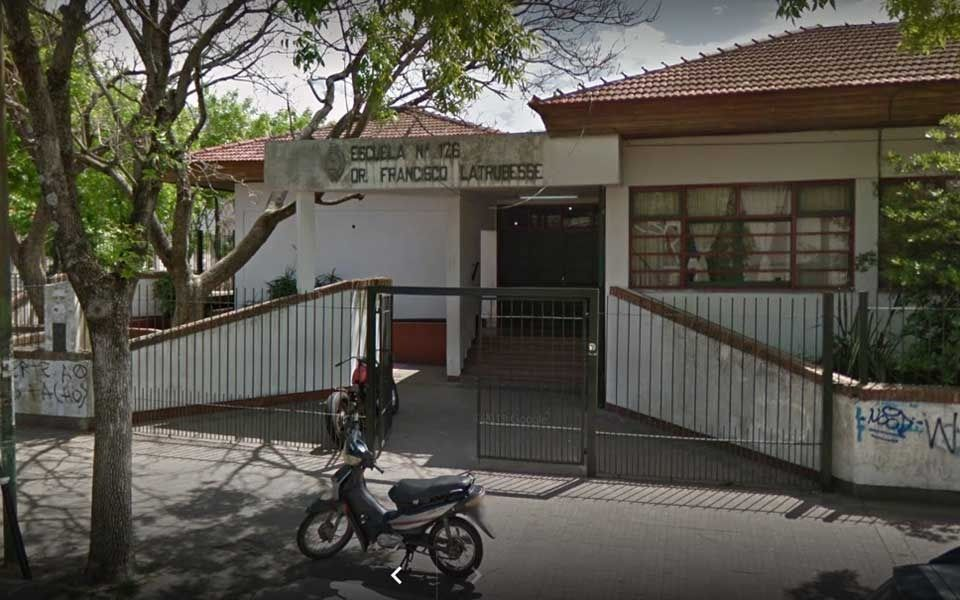 Suspendieron las clases en una escuela primaria de La Plata por falta de agua