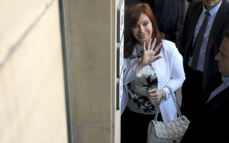 """Cristina declaró sin responder preguntas: """"A mí me absolvió la historia"""""""