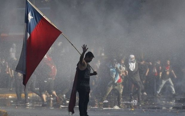 La economía de Chile cae 3,4% en octubre en medio de la crisis social