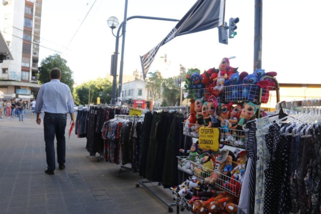 """Con la brigada anti venta ilegal en """"stand by"""", los comerciantes analizan medidas"""