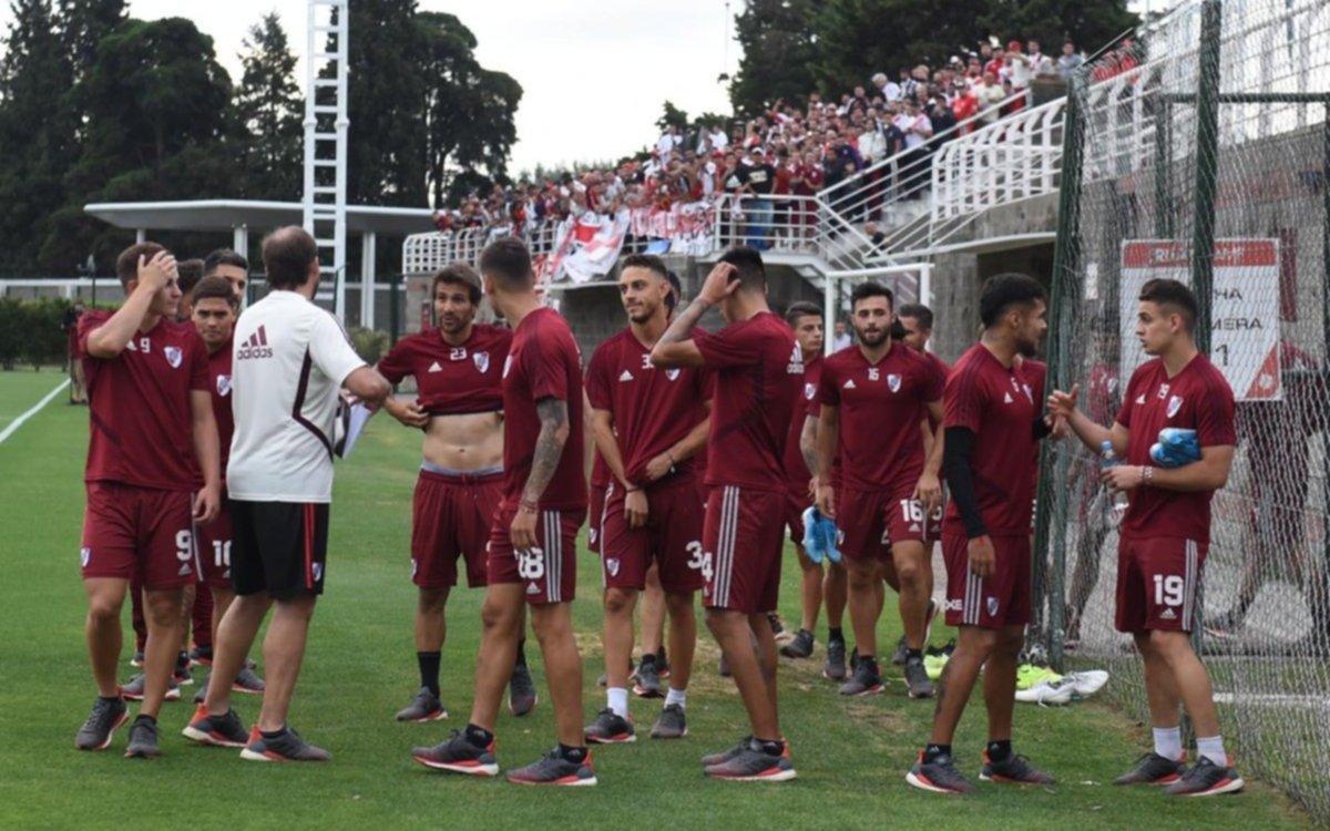 Gallardo abrió el entrenamiento para los hinchas que viajaron a Perú