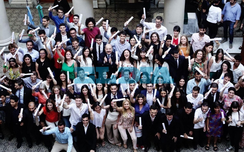 Distinguieron a los mejores promedios de las facultades y de los colegios preuniversitarios