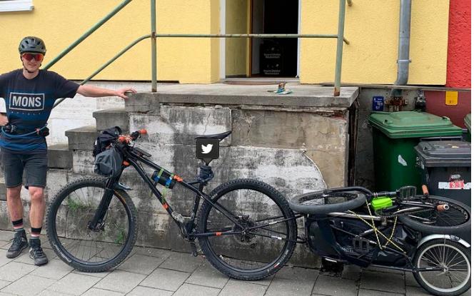 Un alemán llegó a Neuquén para recorrer la cordillera en bicicleta y le robaron todo
