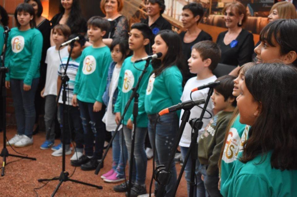 Celebraron el día de la música cantando a coro