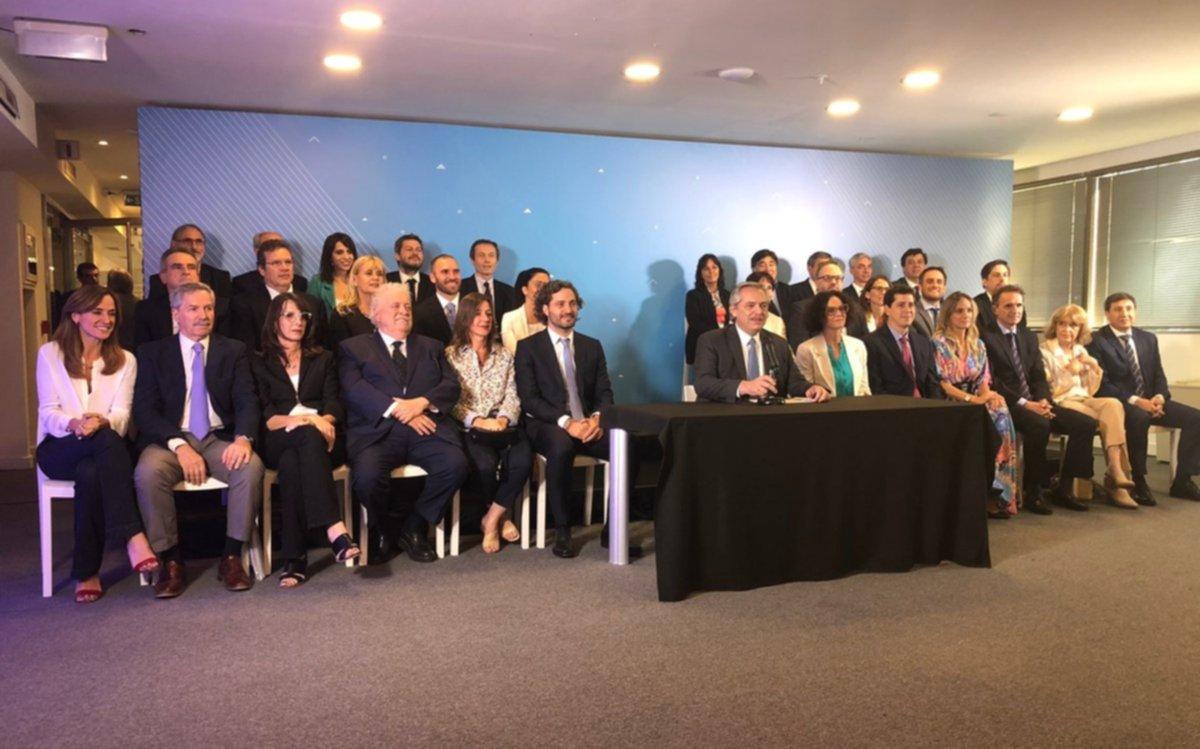 """Ministros designados se comprometieron a """"poner a Argentina de pie"""""""