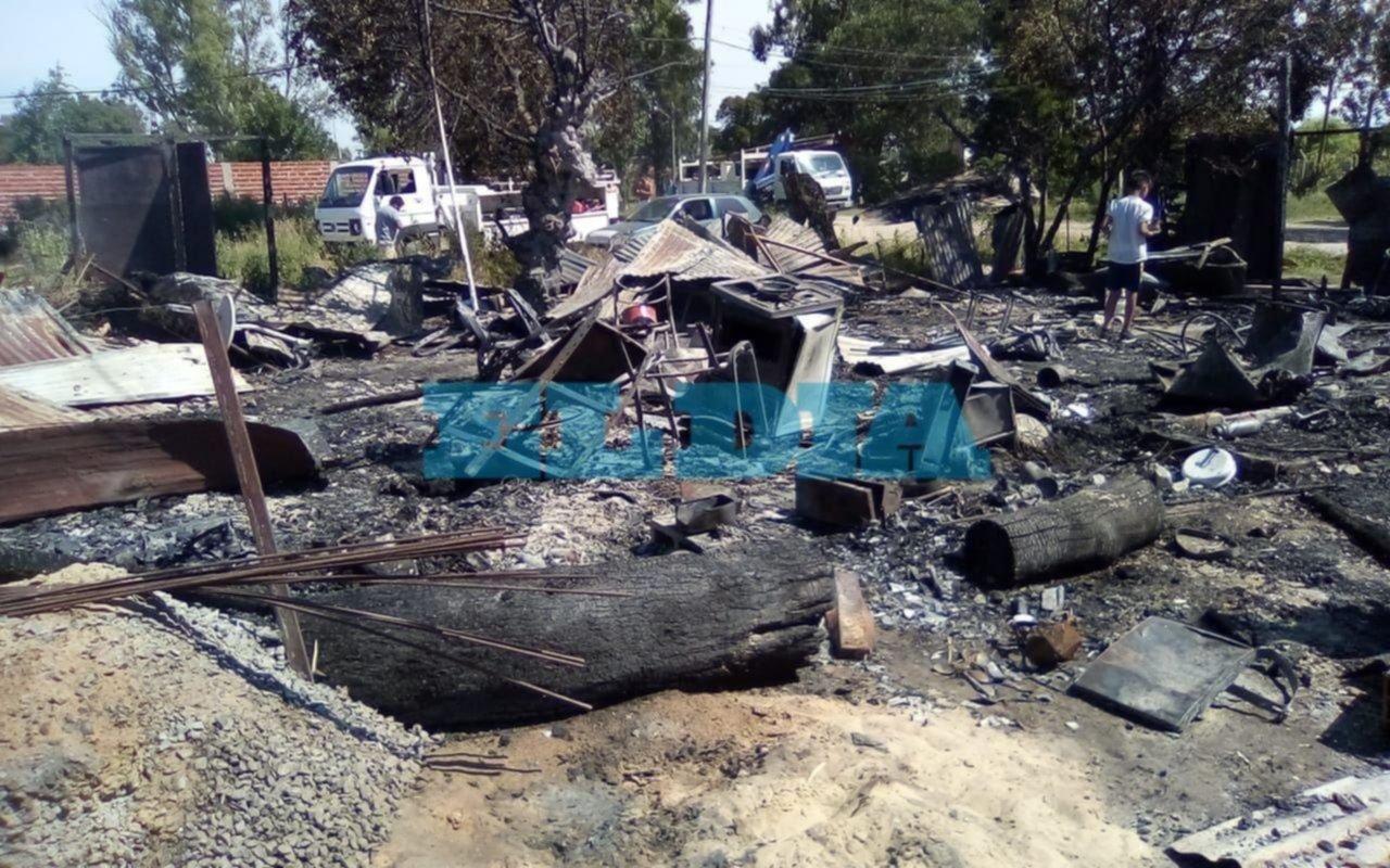 Melchor Romero: en un voraz incendio se quemaron tres casas y falleció un perro