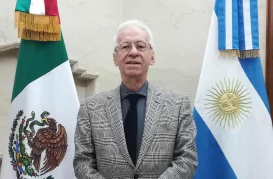 Demoraron al embajador de México: quiso robar un libro