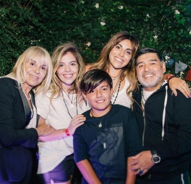 Diego se encontró con Claudia y todos sonrieron para la foto