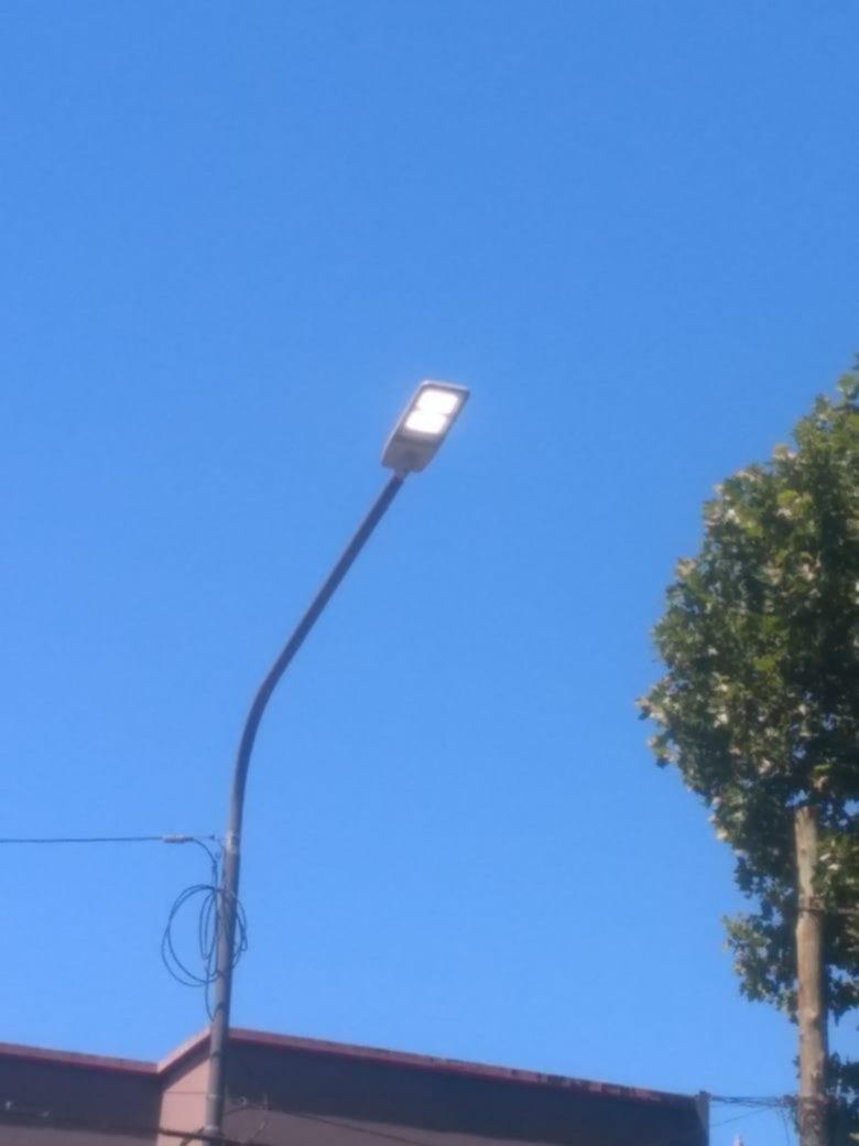 En avenida 7 hay luces que no se apagan ni de día