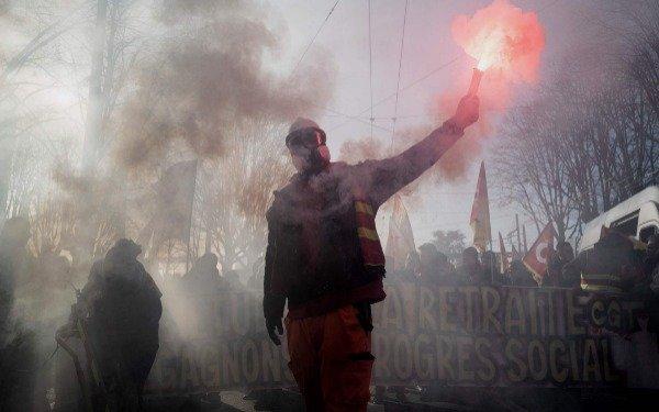 Francia: huelga y marchas en la víspera del anuncio de la reforma previsional