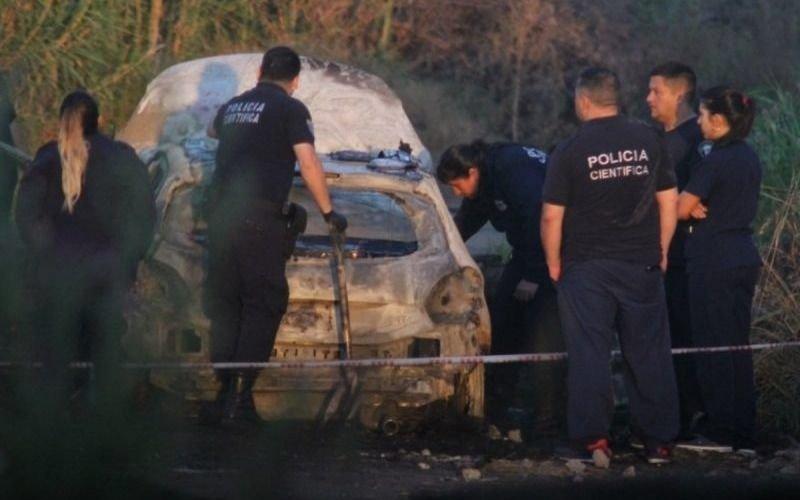 Hallan un cadáver calcinado en un auto incendiado en Tres de Febrero