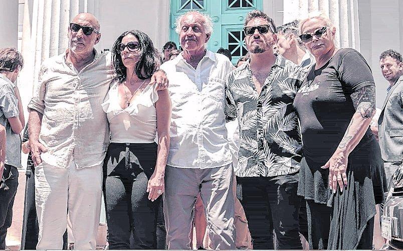 Emoción y unión familiar en el último adiós a Santiago Bal