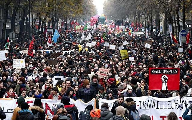 Francia: llaman a intensificar la huelga tras la propuesta del Gobierno sobre las jubilaciones