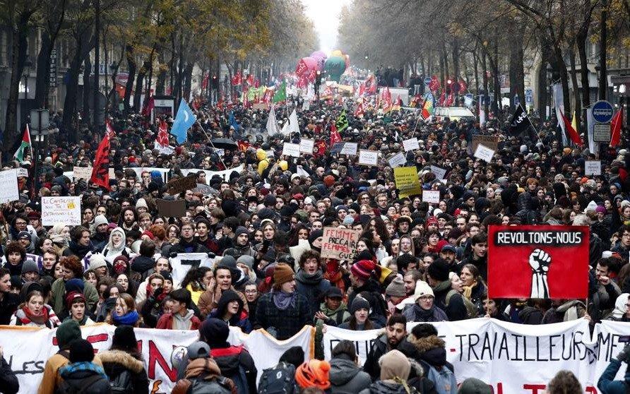 """Sigue la huelga en Francia y los sindicatos advierten que """"no habrá tregua"""" por Navidad"""