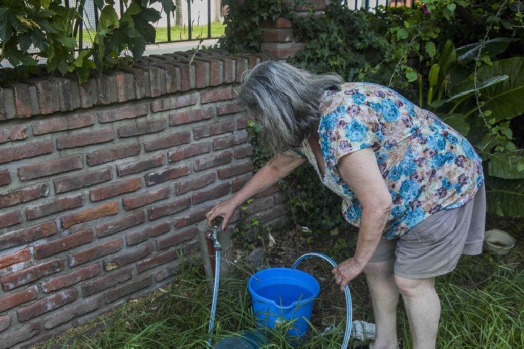 Aumenta la desesperación y la bronca en los barrios por los cortes de luz y la falta de agua
