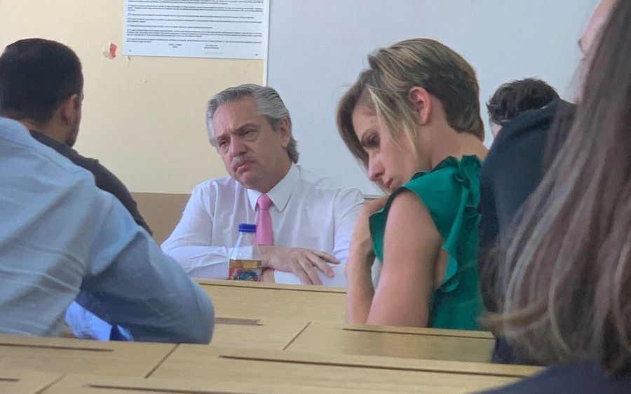 Alberto Fernández fue a tomar final a la UBA y confirmó que seguirá dando clases