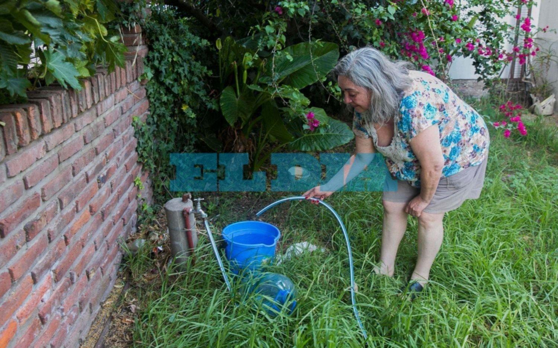 Se prolongan los cortes de agua y crece el hartazgo vecinal