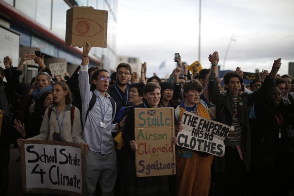 En un marco tenso la cumbre del clima posterga su final