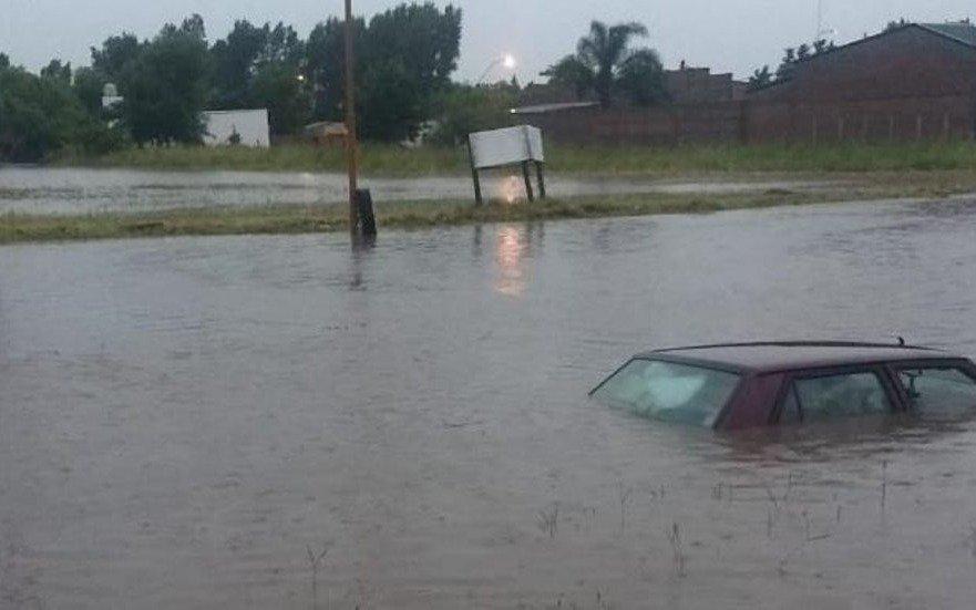 Evacuados, anegamientos y cortes de luz en Santa Fe a causa de intensas lluvias
