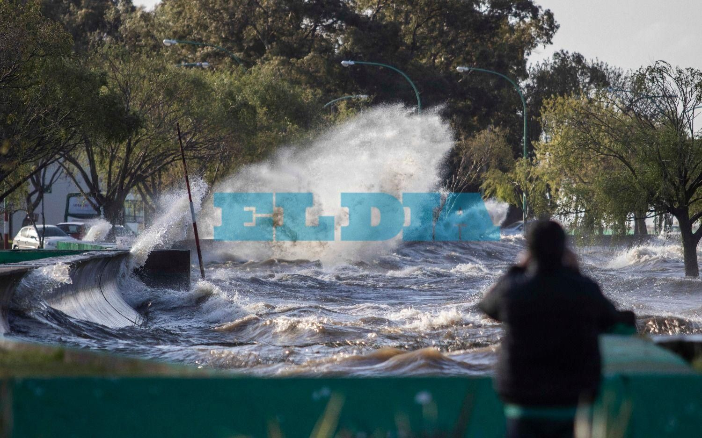 Alerta por la crecida de hasta casi tres metros del Río de la Plata