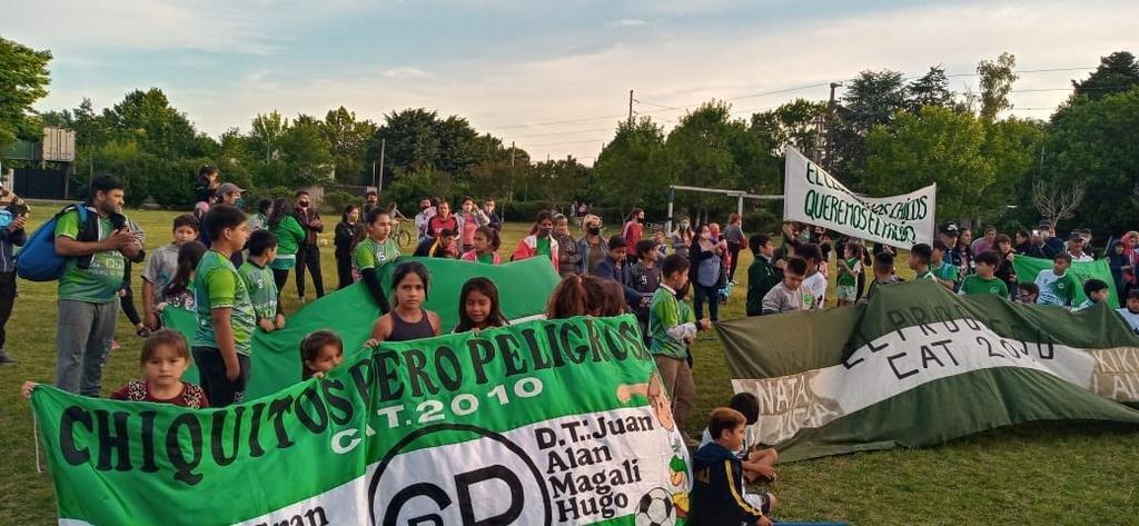 Banderazo del club El Progreso, en conflicto por un predio en Villa Elisa
