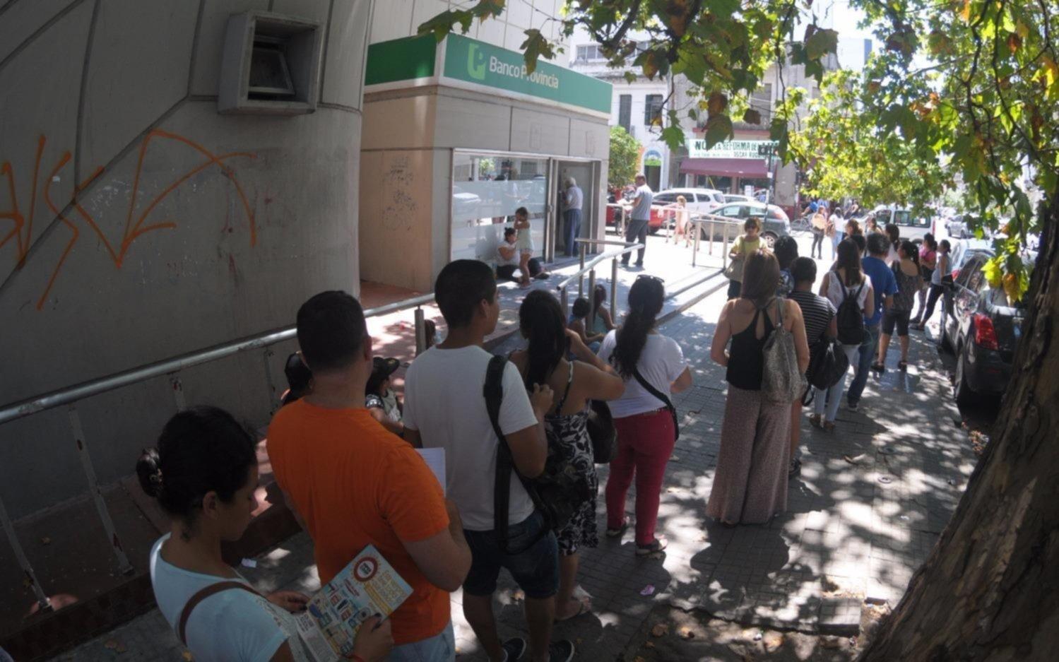 Los bancarios inician el paro y faltará plata el fin de semana largo