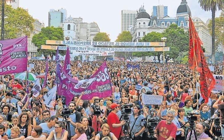 Mujeres de todo el país marchan y paran en reclamo de reivindicaciones