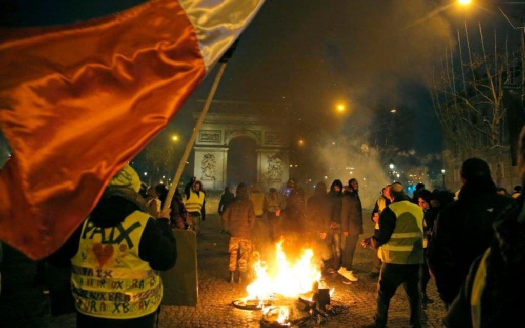 Francia teme otro día de furia con los chalecos amarillos