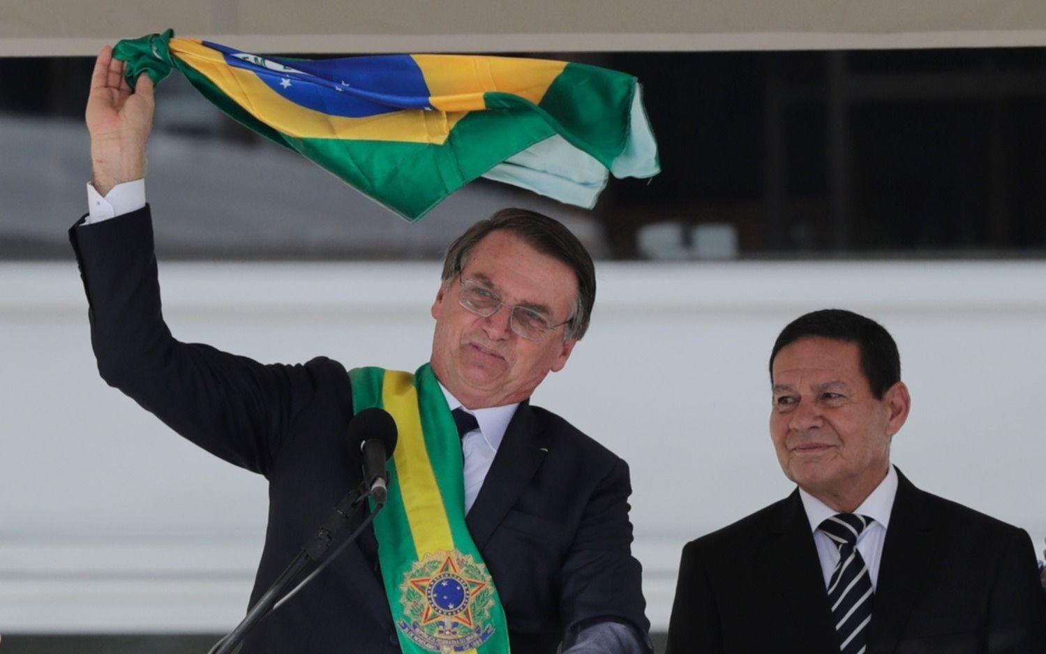 Bolsonaro facilita por decreto la tenencia de armas, una promesa de campaña