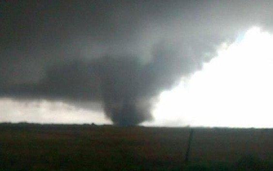 Un tornado provocó destrozos en la ciudad de Corrientes