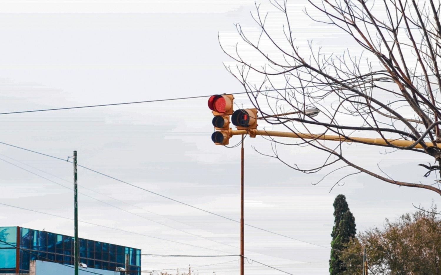 Berisso quiere implementar video multas para frenar el cruce de semáforos en rojo